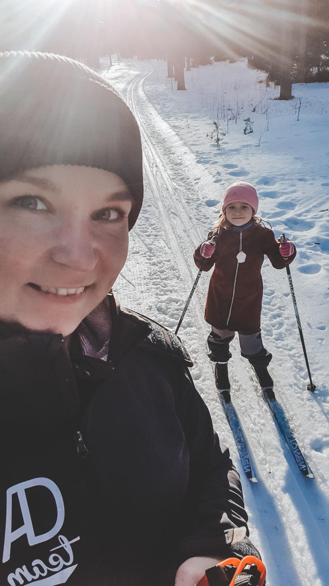 hiihtämään