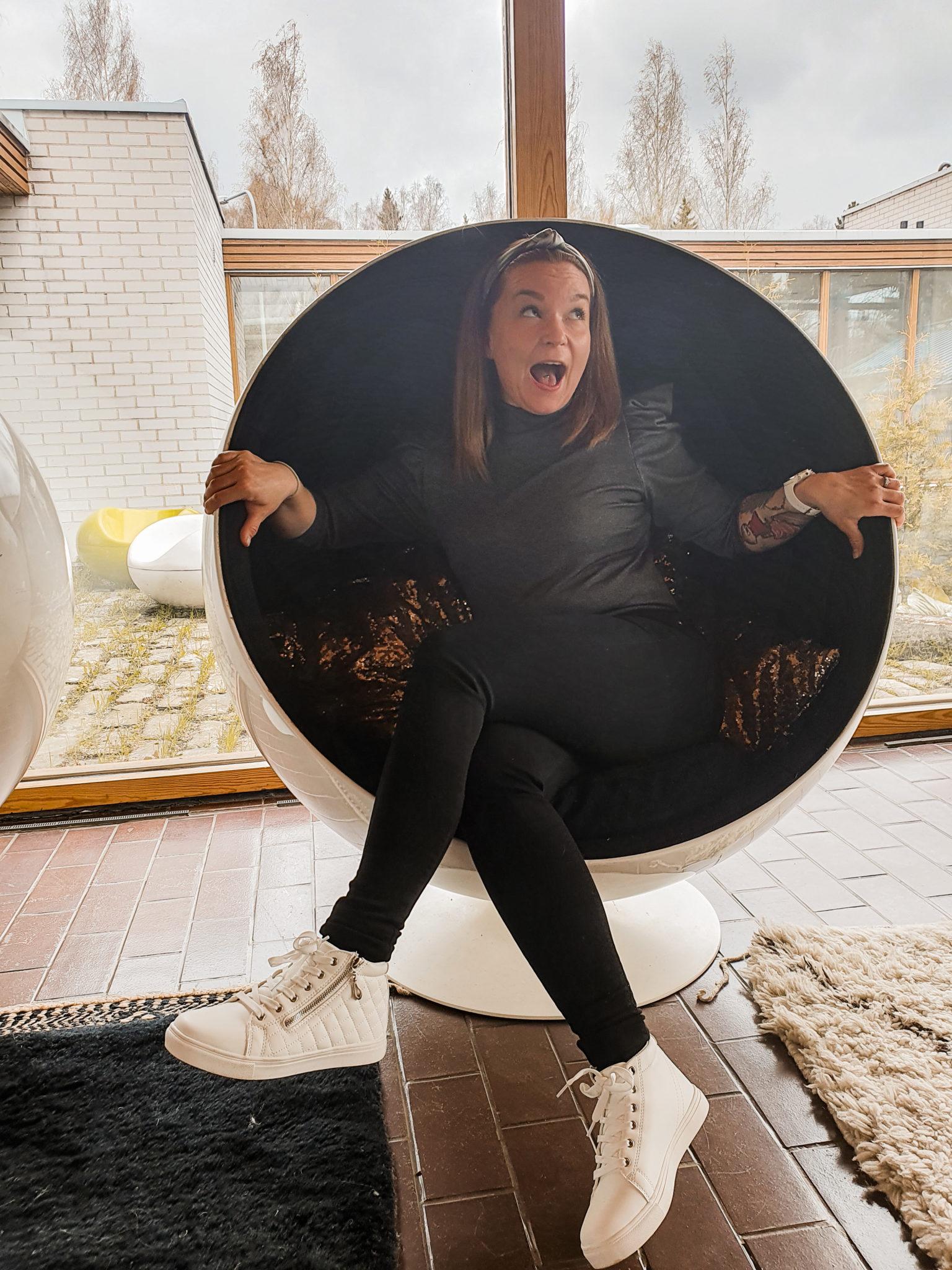 Paino nousee nainen pallotuolissa ivana helsinki